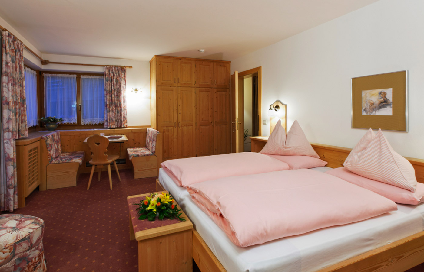 Double room at Garnì Raetia with corner seat