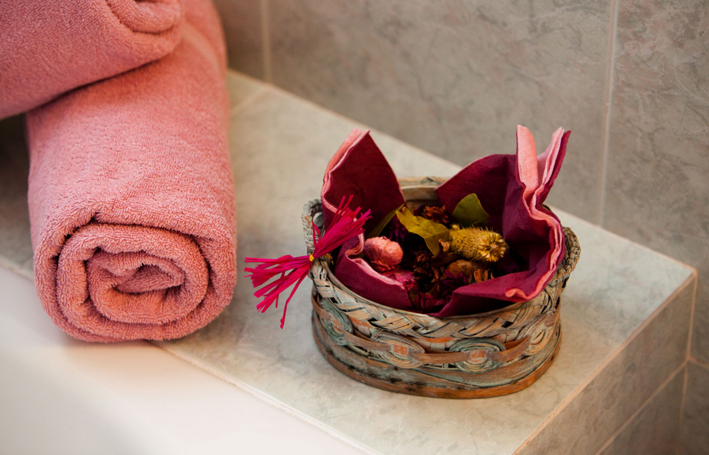 Detail of the bathroom with towels and fragrant potpourri